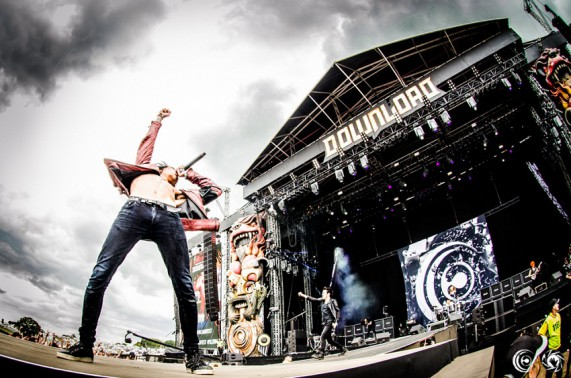 CROSSFAITH DOWNLOAD FESTIVAL 2014ライブ写真